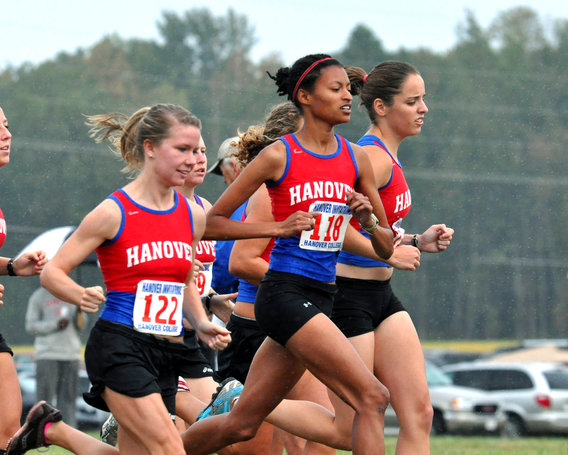 Female cross country runners in Hanover uniforms